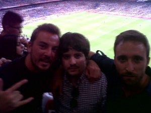 Bustos, Juanan y Jarroson viendo ganar al Madrid.