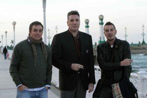 Carlos Ruiz-Ocaña, Loquillo y yo, con un corte infame, durante el cigarrito de después.