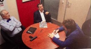 Arias, Garci y el autor, en ameno coloquio.
