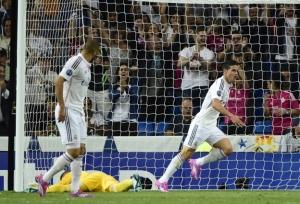 Benzema, James y un portero batido.