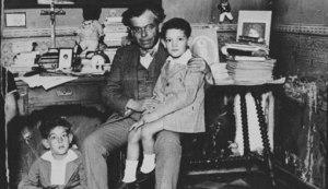 Foto catolicona que preparó Gálvez en el penal para hacerse perdonar por Franco. No funcionó.