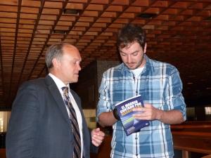 El autor con Miguel Pardeza en un hotel de Lisboa, en la tensa mañana de la Décima.