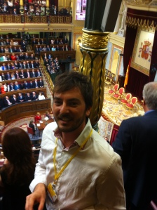 El autor, acreditado por Zoom News en la tribuna de prensa del Congreso para cubrir la proclamación de Felipe VI.