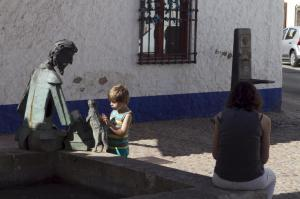 Alcázar de San Juan: el niño y el caballero.