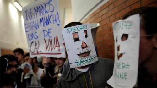 decenas-jovenes-revientan-acto-felipe-gonzalez-universidad-1476879051353.jpg
