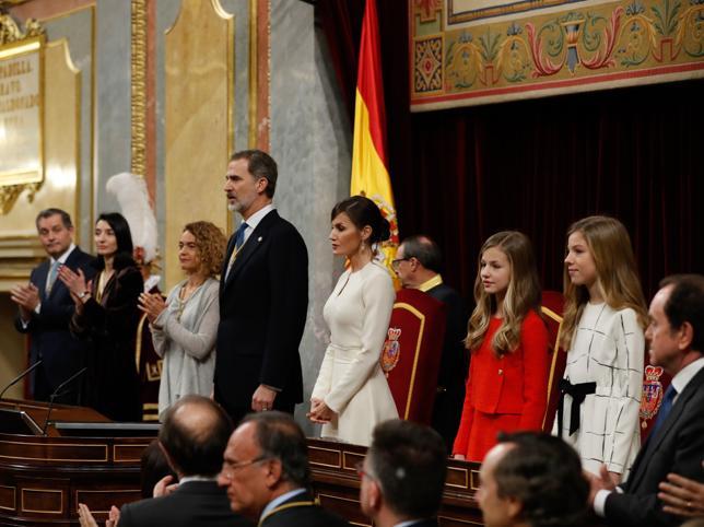 reina-letizia-princesa-leonor-vestido-apertura-legislatura-congreso-kICE-U10031300361yLC-644x483@MujerHoy